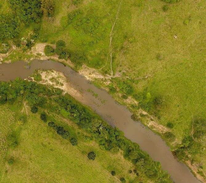 Ortomosaico de campo verde. Imagem capturada por drone