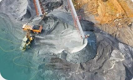 mina sendo monitorada por drone