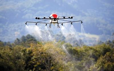 Saiba como funciona a pulverização com drones na agricultura